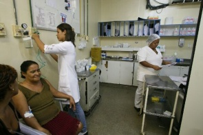 Atendimento de enfermagem a paciente