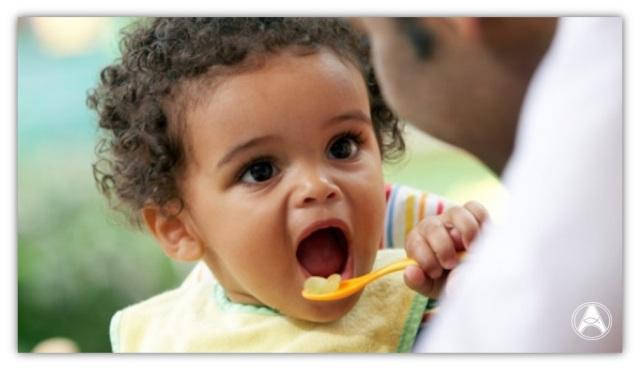 criança alimentos